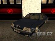 Alfa Romeo 164 má realistický handling,avšak méně propracovaný interiér.